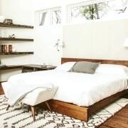 Красива світла спальня