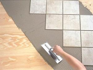 Фото - Процедура укладання плитки на дерев'яну підлогу: починаючи від підготовки поверхні, і закінчуючи самою укладанням