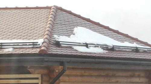 Фото - Снегозадержание на покрівлі: види снегозадержателей і їх монтаж