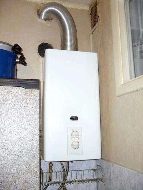 Фото - Газовий водонагрівач проточний і накопичувальний в квартирі та приватному будинку