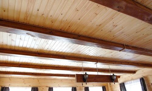 Фото - Як і з чого зробити стелю в дачному будинку?