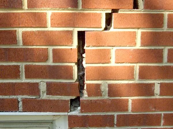 Фото - Як якісно посилити фундамент цегляного будинку?