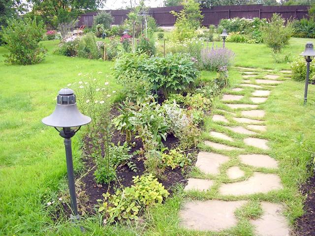 Фото - Як оформити доріжки в саду швидко і красиво?