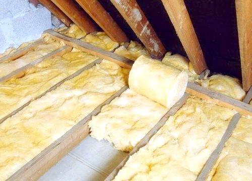 Фото - Як самостійно утеплити стелю в дерев'яному будинку?
