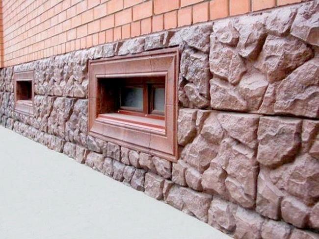 Фото - Як виконати облицювання цоколя штучним каменем?
