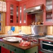 Фото - Червоний тон кухні: мода чи химерність?