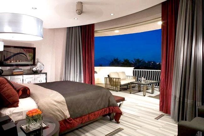 Балкон і спальня