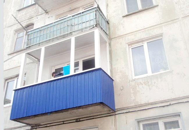 Фото - Обшивка балкона профільованим листом