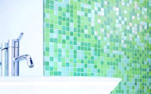 Фото - Огляд нюансів вибору і процедура укладання плитки - мозаїки