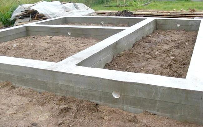 Фото - Основні правила монтажу стрічкового фундаменту будинку