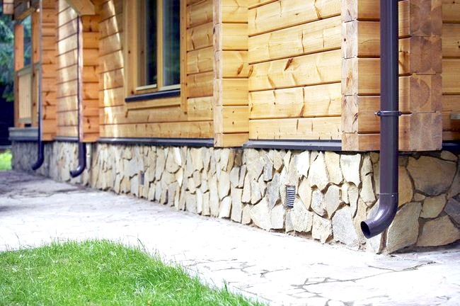 Фото - Послідовність робіт з оздоблення фундаменту будинку під камінь