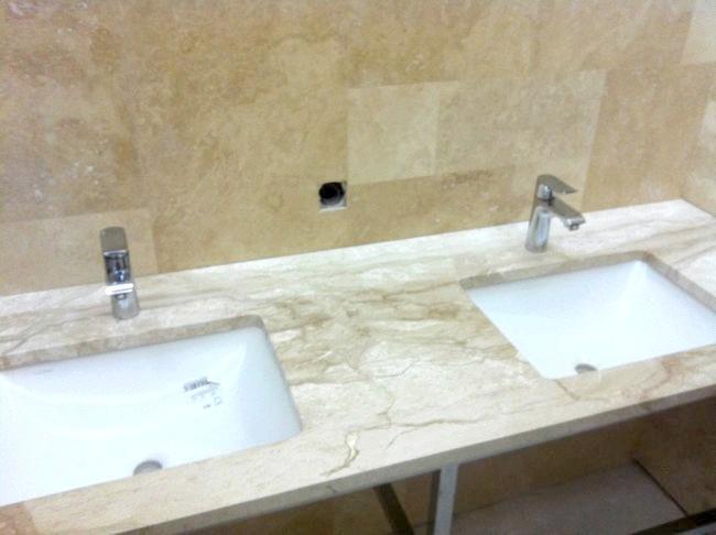 Фото - Стільниця для ванної з штучного каменю: дизайнерське рішення