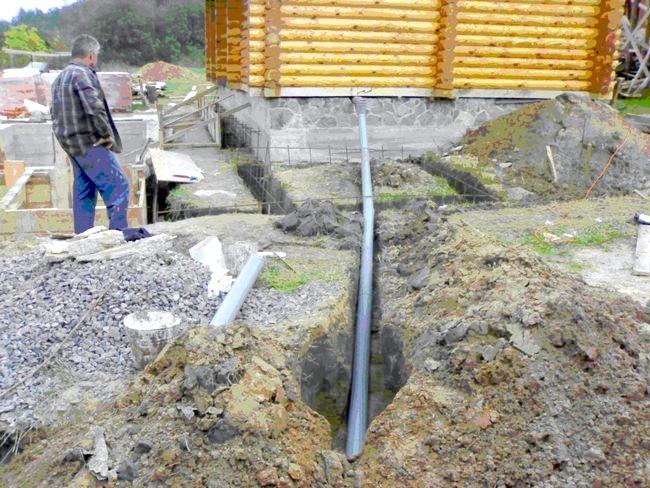 Фото - Ухил і утеплення каналізації в приватному будинку