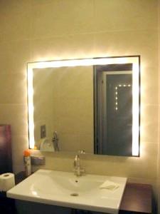 Фото - Види підсвічування для санвузла та ванної кімнати, а також рекомендації щодо організації підсвічування своїми руками
