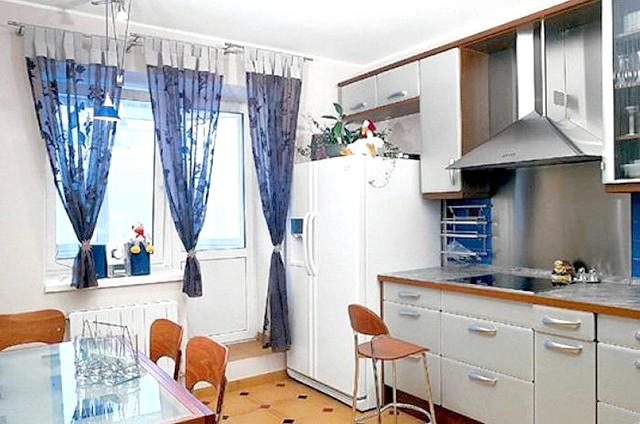 Фото - Вибираємо штори для кухні з балконними дверима