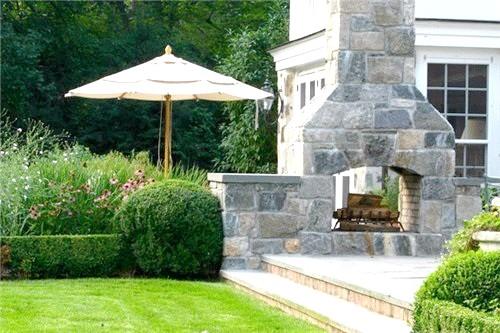 Фото - Камін в куточку саду