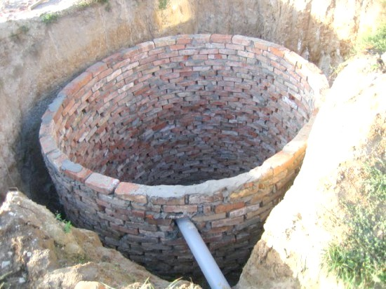 Фото - Цегляна вигрібна яма - панацея на заміській ділянці