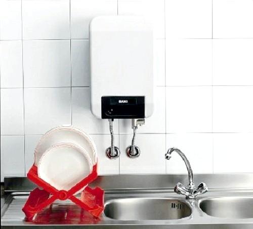 Фото - Водонагрівачі на кухні і ванній кімнаті квартир, плюси установки на дачі