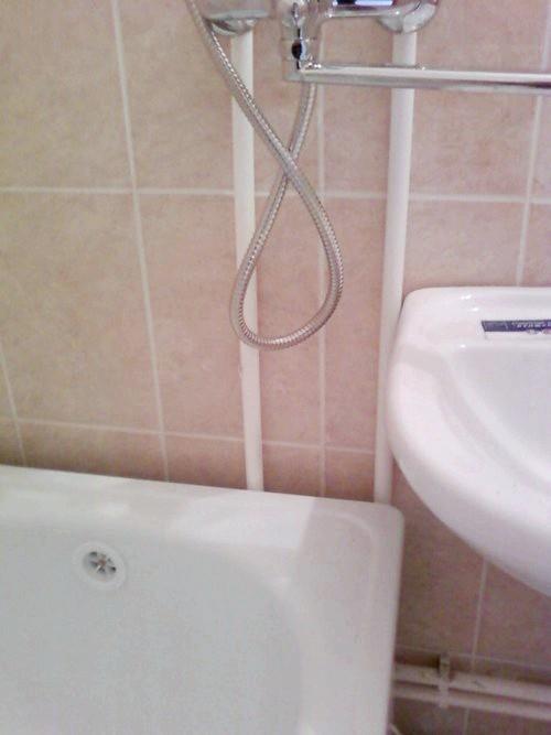 Фото - Чим закрити щілину між стіною і ванною: основні варіанти