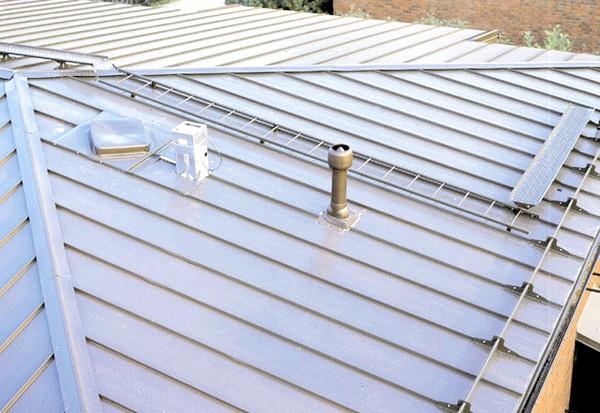 Фото - Використання в будівництві металевого покрівельного покриття