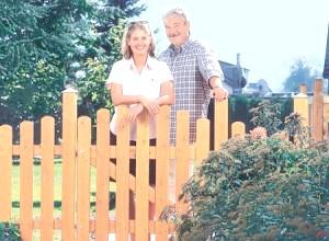 Фото - Як побудувати паркан з паркану для дачі своїми руками: покрокове керівництво