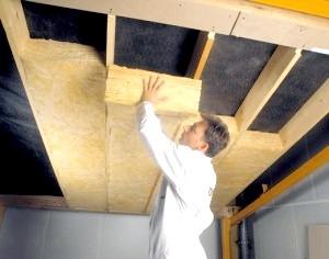 Фото - Як правильно утеплити стелю дерев'яної будівлі