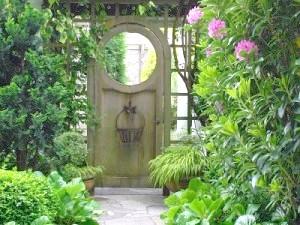Фото - Як самобутньо оформити вхід в садибу і на присадибну ділянку