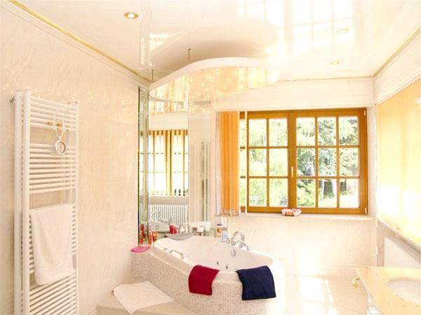 Фото - Натяжна стеля у ванній своїми руками