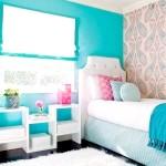 Спальня з блакитно-блакитний стіною