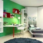 Підліткова спальня з зеленим фоном і білими меблями