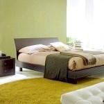 Ультрамодна спальня з зеленою стіною