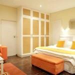 Жовто-помаранчева спальня