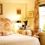 Вітажная жовта спальня