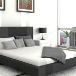 Сіро-біло-чорний інтер'єр спальні