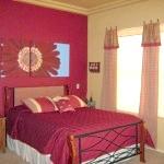 Червоний колір в спальні