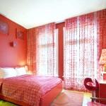 Штори для червоної спальні
