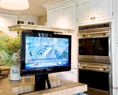 Фото - Вікно у світ - телевізор на кухні