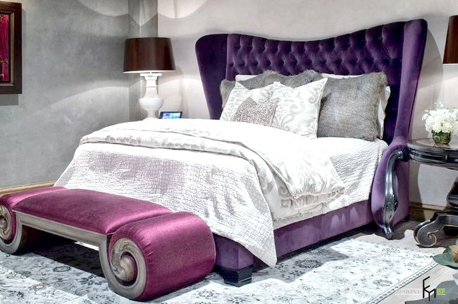 Ліжко з фіолетовим узголів'ям