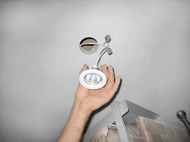 Фото - Покрокова установка вбудованих світильників
