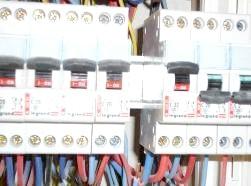 Фото - Порівняння конструкцій автоматичних вимикачів