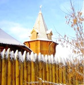 Фото - Паркан частокіл і оградка для квітника з дерев'яних кілків: традиційні огорожі на новий лад