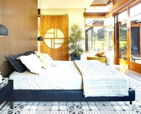 Чорно-біла ліжко в японській спальні